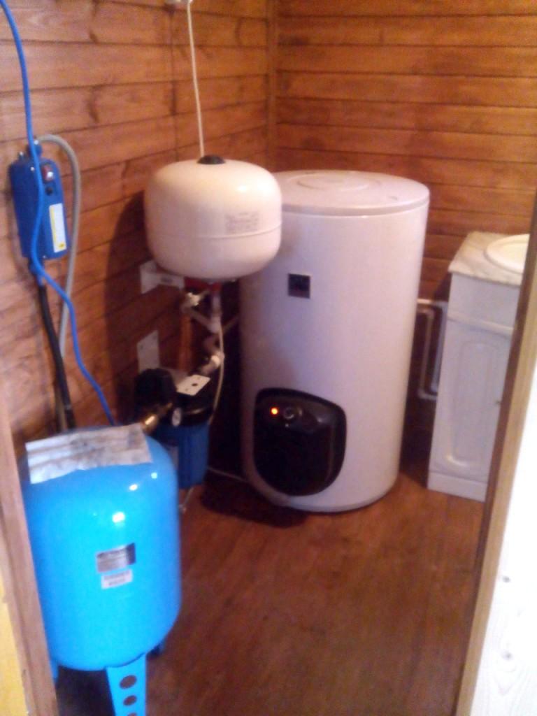 Как сделать водопровод из скважины на даче