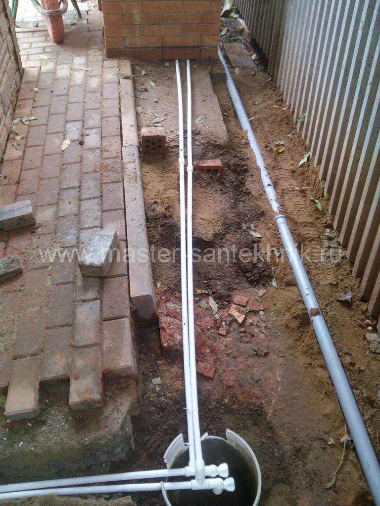 Прокладка водопровода из полиэтиленовых труб в земле